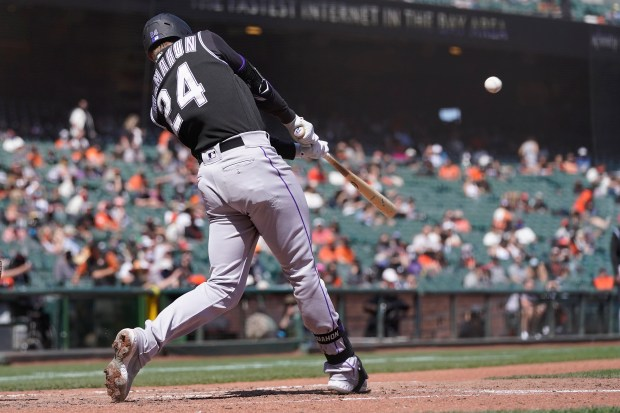 Rockies, plagued by walks, lose to Giants, 4-3