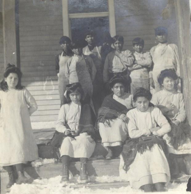 Children at Fort Lewis Indian School ...