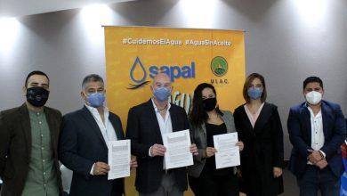 Photo of Firman convenio para evitar aceite comestible en el drenaje