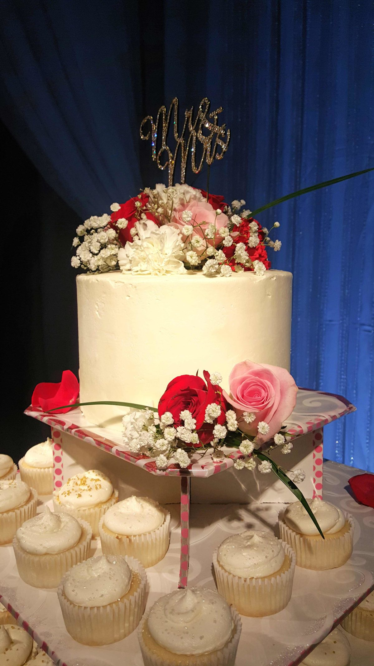 Carina\'s Wedding Cake and Cupcakes - Depend on Mom