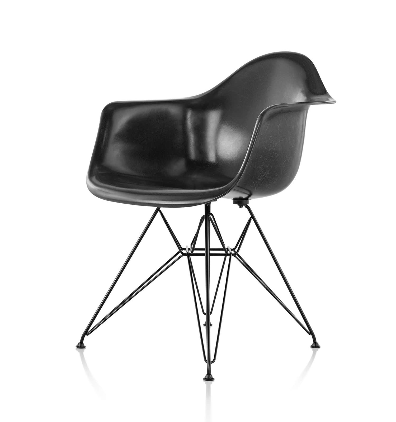 Although essentially identical, the base of the vitra eames lounge chair has slightly thinner arms than the version from herman miller. Vitra Eames Fiberglass Armchair Armchair Deplain Com