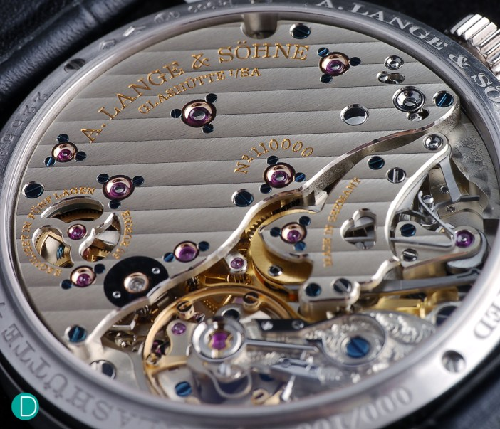 The finishing on the L.094.1 is flawless. The Glashütte ribbing (fauss côtes) are beautifully executed. As are the anglage, the gold chatons holding the jewels, and the shape of the bridges.