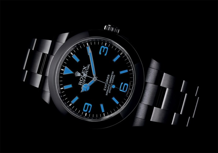 The blue lume of the Chromalight glows blue, and is claimed to be longer lasting than the standard SuperLuminova.
