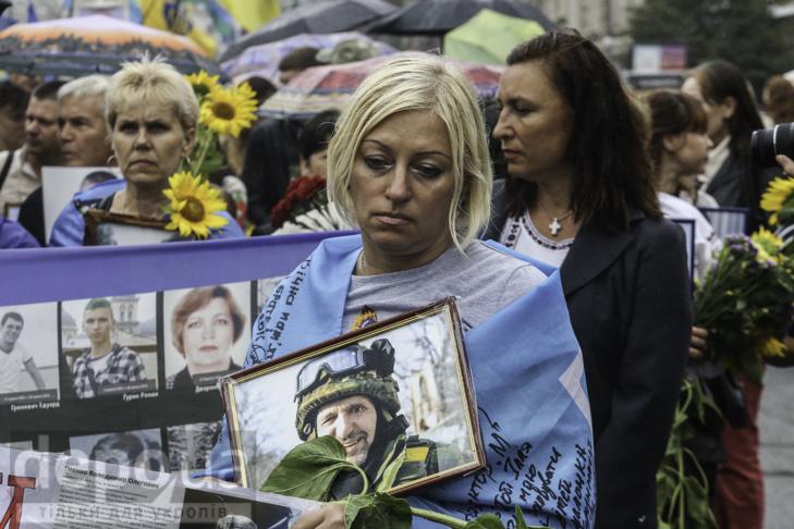 Інший парад: Як центром Києва йшли матері загиблих в АТО військових - фото 3