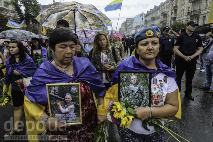 Інший парад: Як центром Києва йшли матері загиблих в АТО військових - фото 11