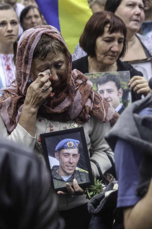 Інший парад: Як центром Києва йшли матері загиблих в АТО військових - фото 24