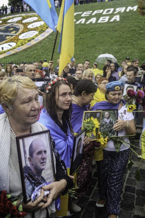 Інший парад: Як центром Києва йшли матері загиблих в АТО військових - фото 26