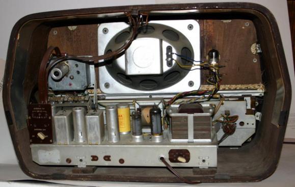 Radio Magnadyne FM12 - chassis