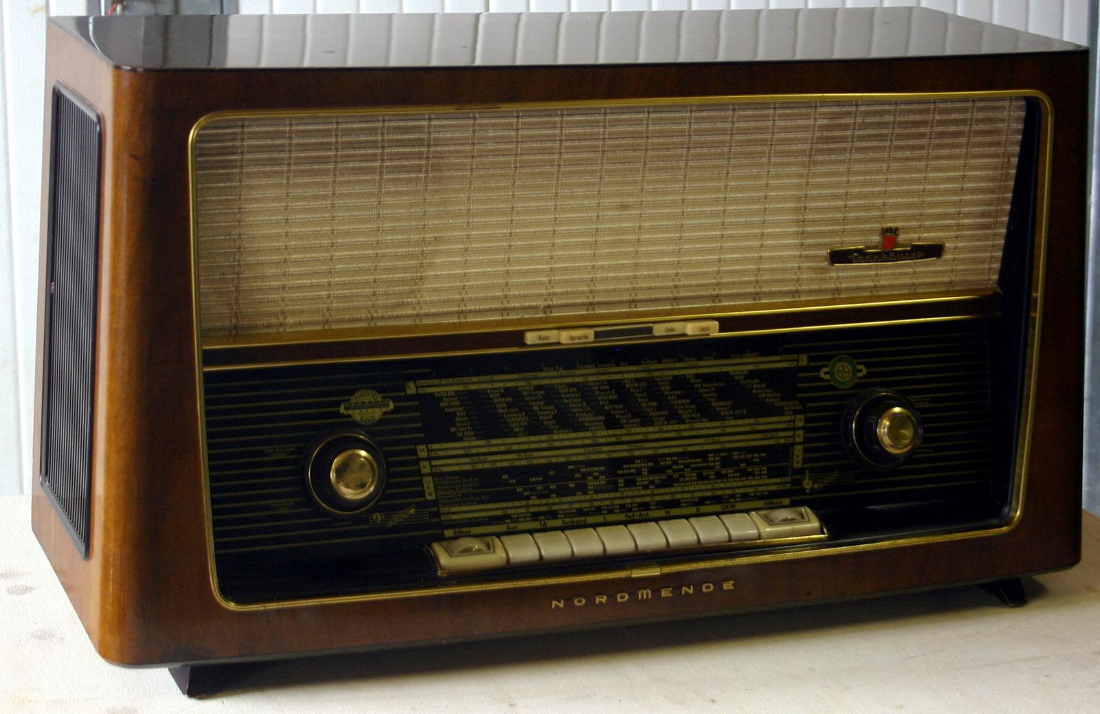 Nordmende Tannhäuser-Stereo 60 U330 - front1