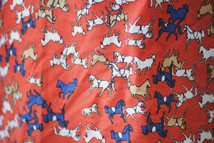 vestido-laranja-cavalinhos