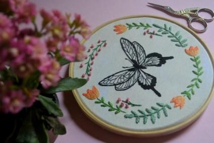 quadro-bastidor-bordado-borboleta-inseto