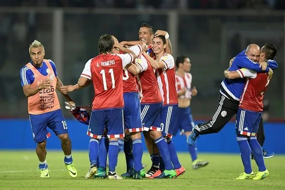 Paraguay's players celebrate the 0-1 team victory against Argentina at the end of their Russia 2018 World Cup football qualifier match in Cordoba, Argentina, on October 11, 2016. / AFP PHOTO / Juan Mabromata