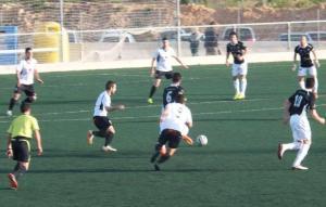 lance del juego en el partido Constancia-Peña Santa Eulalia y que los mallorquines han derrotado a los ibicencos (Foto Pepe Vargas.Futbol Balear)