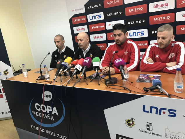 Vadillo-Juanito-Josan-González-y-Miguelín-en-la-rueda-de-prensa-oficial