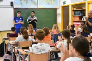 Mati Rosa y Joaki abrieron el calendario de visitas escolares en el colegio Jaume I de Palmanova