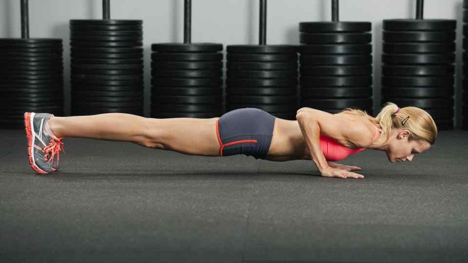flexiones para trabajar tríceps