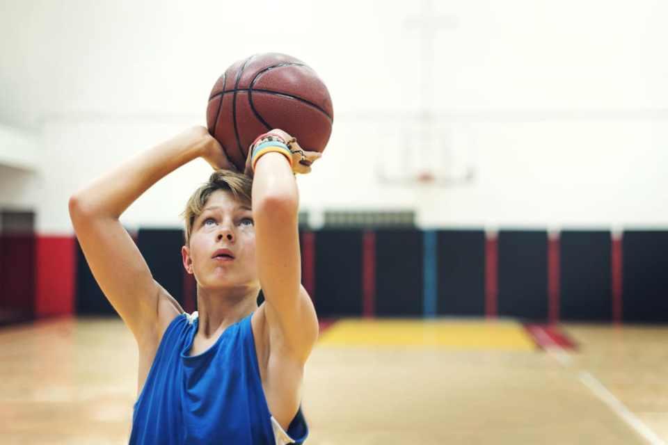 crecer jugando baloncesto