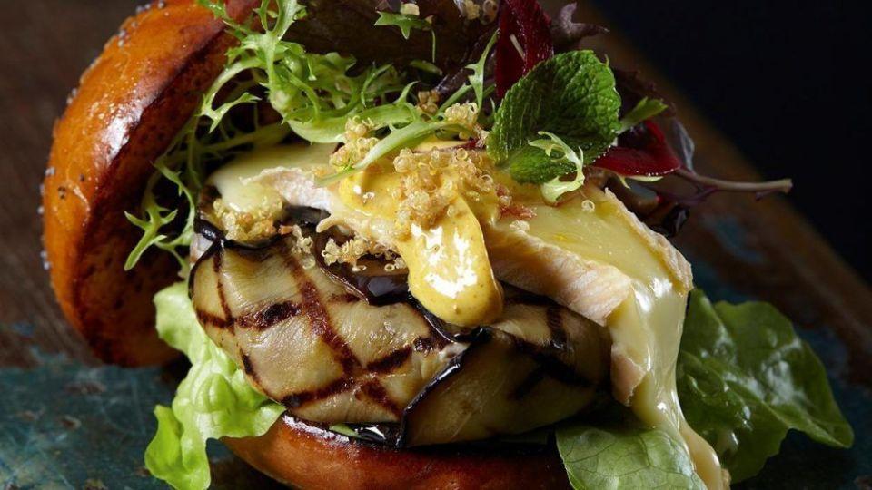 Recetas de hamburguesas vegetarianas fáciles: hamburguesa de berenjena