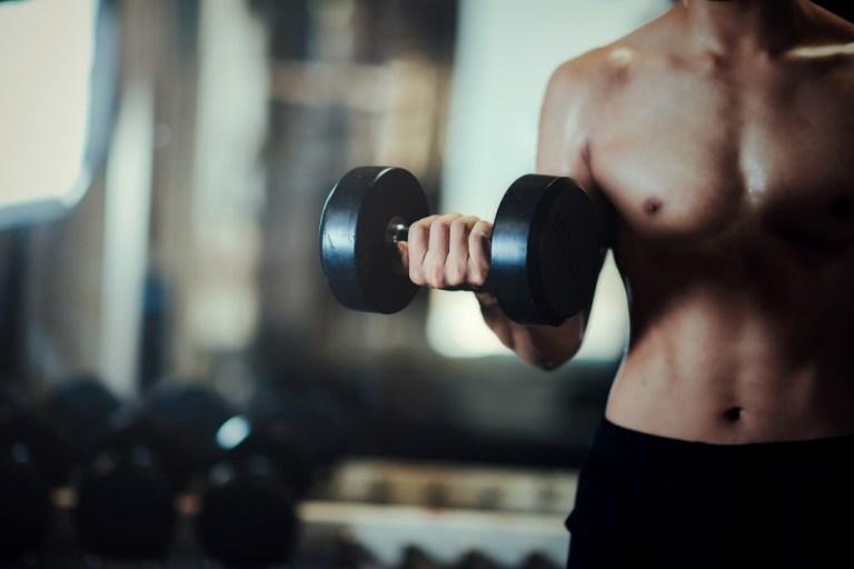 Es bueno hacer pesas todos los días