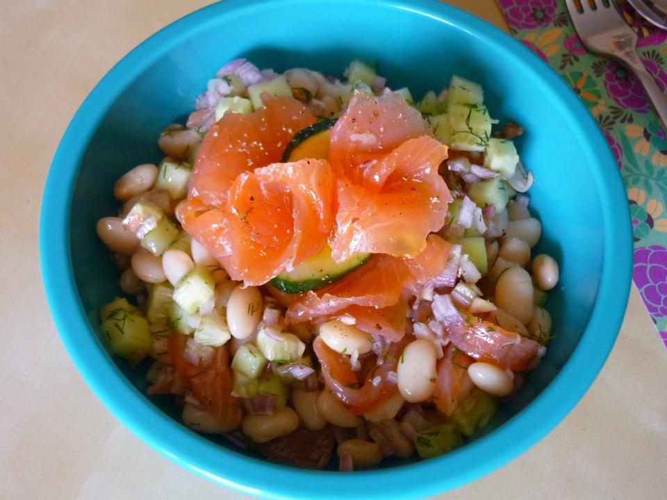 Receta de alubias con salmón en ensalada de legumbres