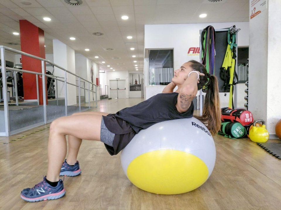 Flexiones y abdominales con pelota suiza o fitball