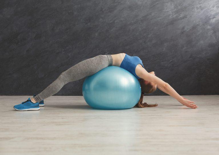 Ejercicios con fitball o pelota suiza para fortalecer todo el cuerpo