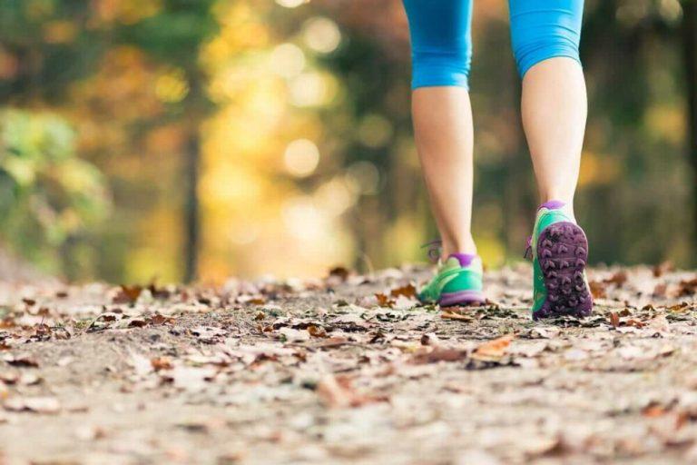 beneficios de andar rápido