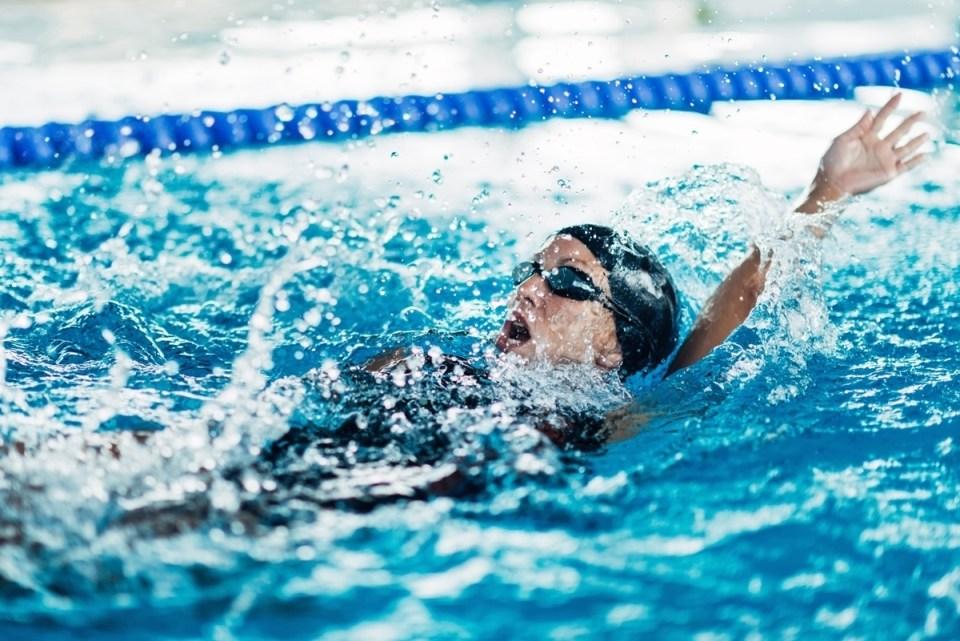 Entrenamiento HIIT para nadadores que puedes hacer en cualquier piscina
