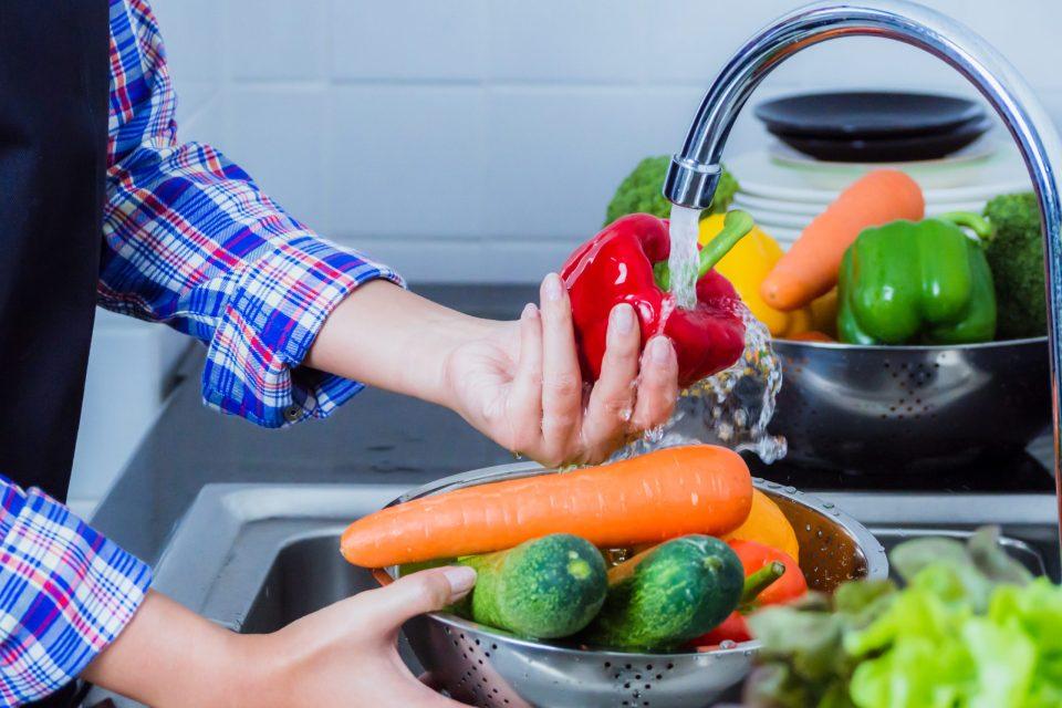 limpiar frutas y verduras para desinfectarlas
