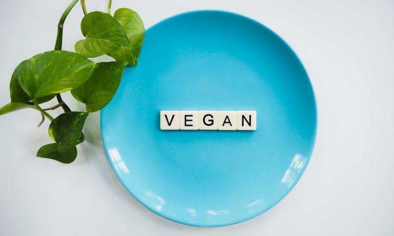 Descubre cómo llegar al consumo calórico diario siendo vegano