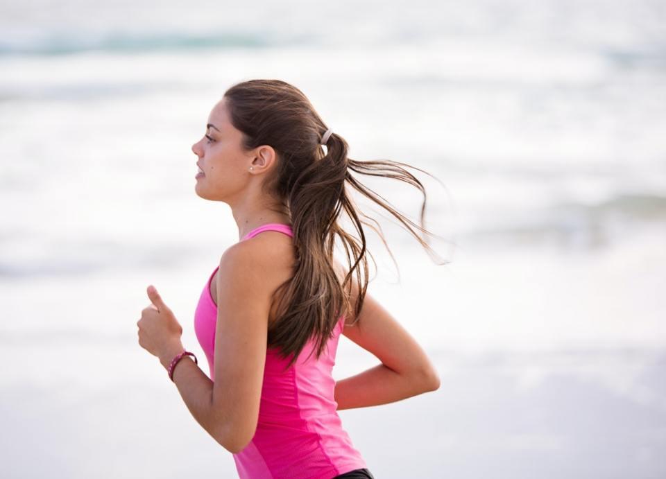Hacer ejercicio puede ayudarte disminuir la glucosa en la sangre