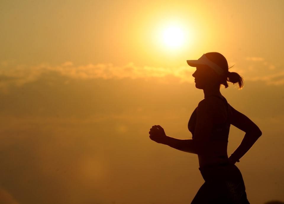Debes de hacer ejercicio de forma adecuada, no te quedes sin no hacer y tampoco sobre entrenes