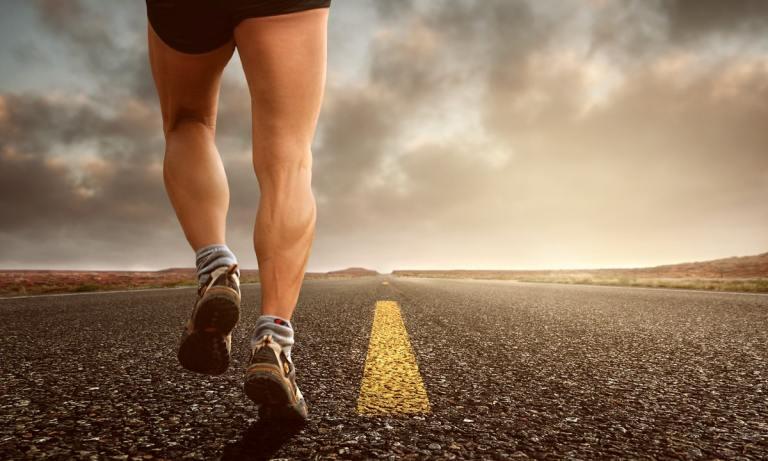 Existen distintos niveles de ejercicios con peso corporal para piernas
