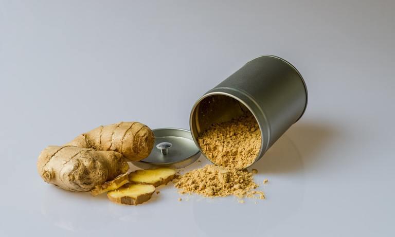 El jengibre al natural o en una infusión es uno de los remedios naturales para combatir el ardor estomacal más recomendados