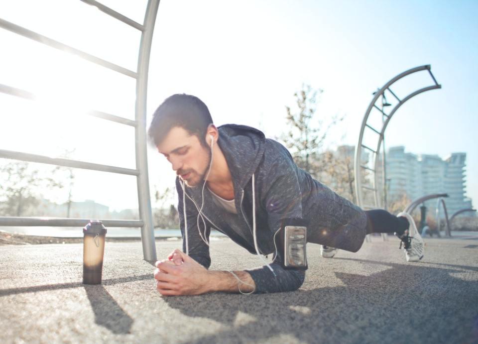 Debes permanecer en posición de plancha por al menos 30 segundos