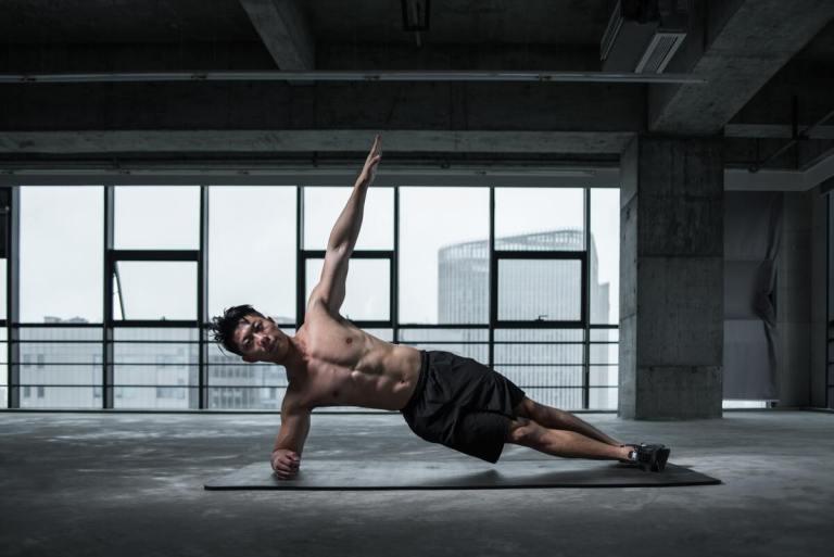 rutina de ejercicios en casa para hombre