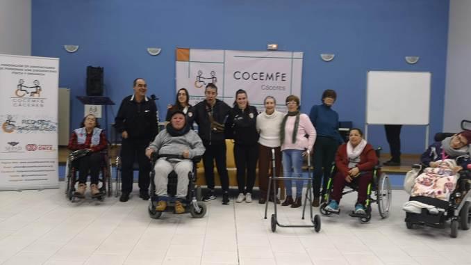 Las jugadoras Selene Alegre y Naiara Iglesias invitadas a COCEMFE CÁCERES