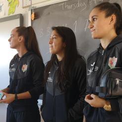 Las jugadoras Tatiana, Yipsy, Ana y Nerea del Femenino Cáceres visitan el colegio Castra Caecilia