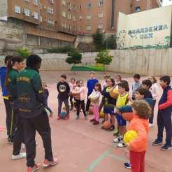 Visita de la plantilla Nissan Al-Qázeres Extremadura a los entrenamientos de la Cantera ADC Al-Qázeres (6)