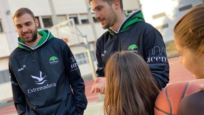 Rakocevic y Jankovic entregan los últimos carnés de cantera en el Vedruna