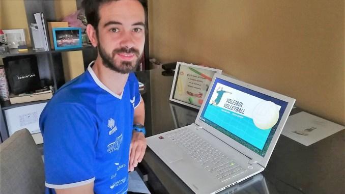 Alejandro Sánchez enseña voleibol a distancia