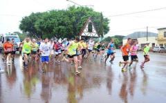 La lluvia no aguó la fiesta por las calles dea 25 de Mayo (Foto: Asociación Misionera de atletas de calle)