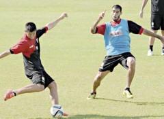 El delantero Mauro Gómez será el compañero de ataque de Miguel Alba esta noche en Villa Sarita (Foto: Sixto Fariña)