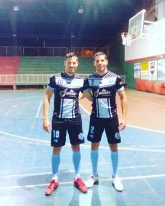 Cristian y Matías Duarte, jugadores de Lencería Julieta, que se mide con Distribuidora Blanc (Foto Sólo Futsal)
