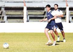 Darío Cardozo deberá generar juego en el mediocampo franjeado (Foto: Facundo Correa, El Territorio)