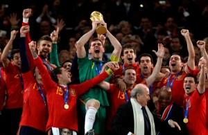España alza la copa