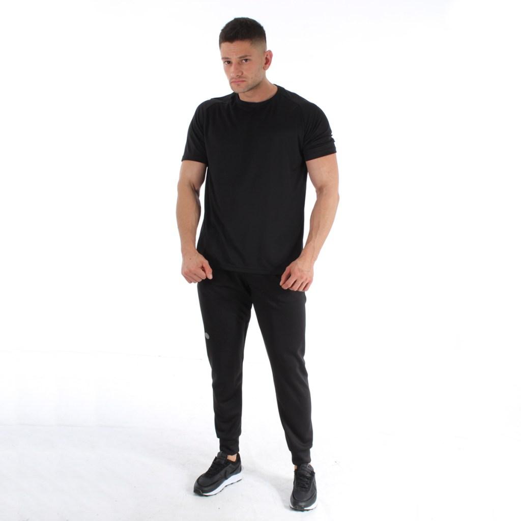 camisa basica negra y pantalon