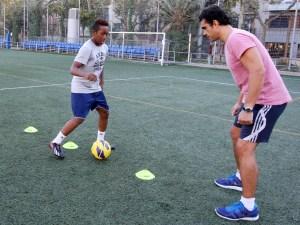 entrenando con el jugador ecuatoriano del Chelsea Josimar Quintero