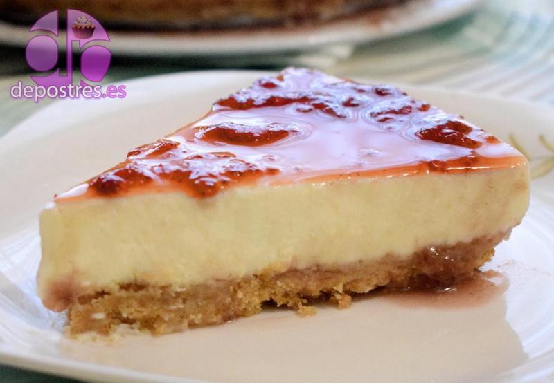 porción de tarta de queso sin horno con fresas