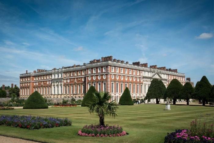 hampton-court-palace-largest-palace